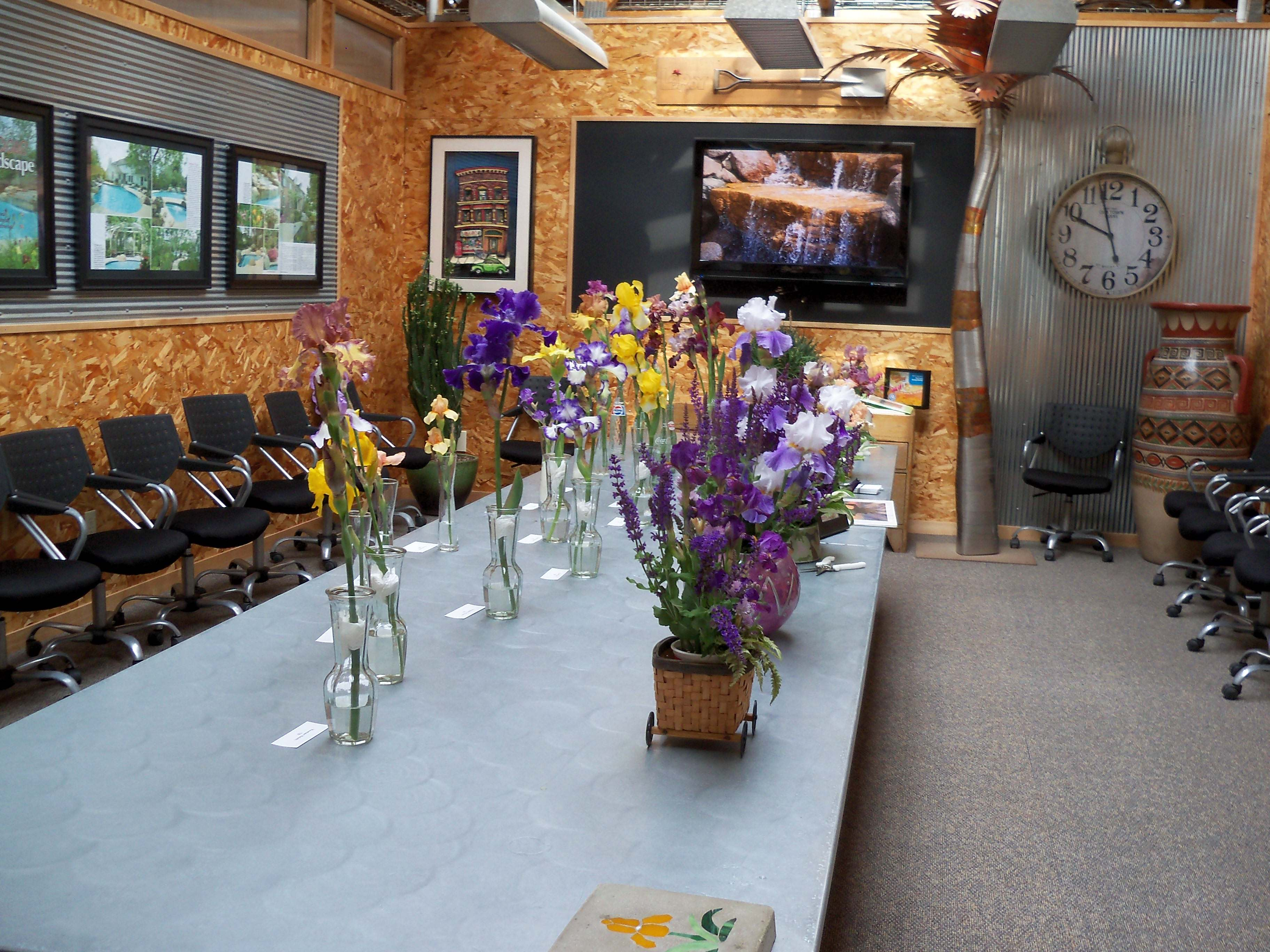 Even Though We Donu0027t Have A Region 21 Affiliate Iris Club In Central Iowa  (yet), You Can See Irises May 31st And June 1st At The Ted Lare Garden  Center In ...